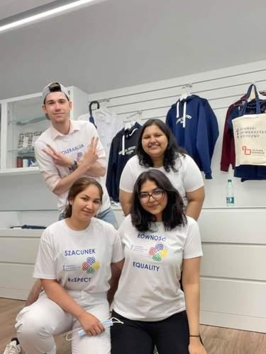 Na zdjęciu studenci kierunku lekarskiego - ED: Shraddha Singh, Louisa Ammari, Jennie Ann Joseph oraz Przemysław Szewczyk